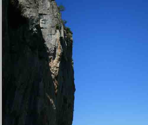 cliff-blue500