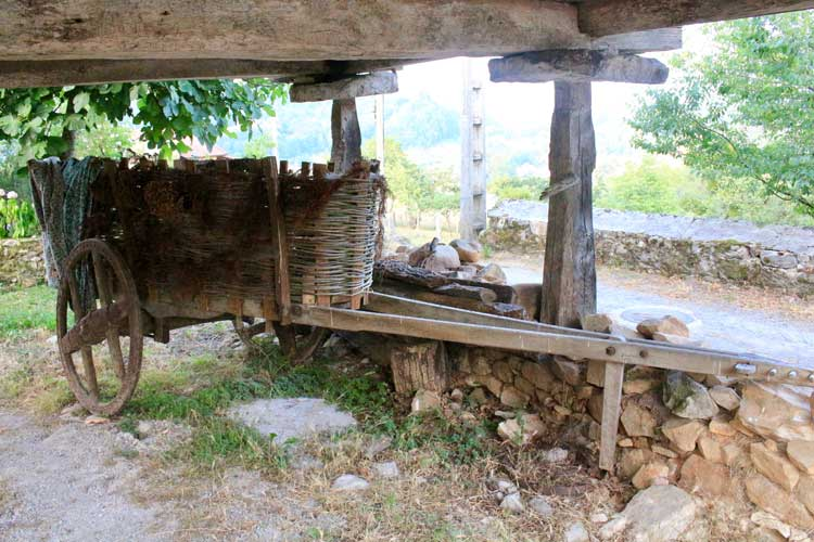 chariot,wagon,wood store
